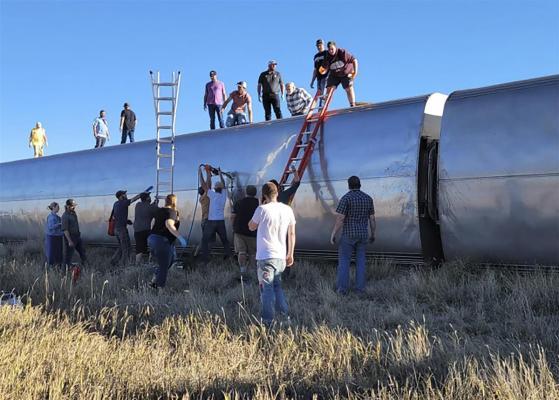 米西部で列車脱線3人死亡、50人負傷