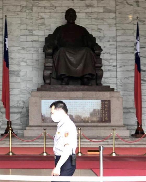 台湾で「中正紀念堂」存続めぐり与野党対立 蒋介石を顕彰